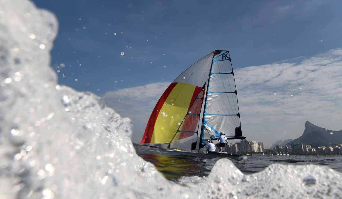 Spain's entry in the 49er FX sailing class Berta Betanzos Moro and Tamara Echegoyen Dominguez sail during a training session on Rio de Janerio's Guanabara Bay for the Rio 2016 Olympic Games on August 6, 2016.