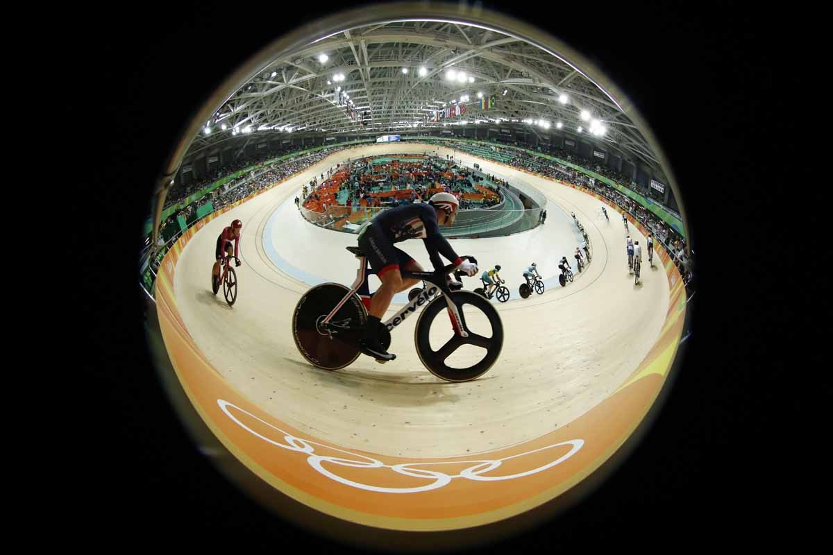 Britain's Mark Cavendish competes in the Men's Omnium Scratch race track cycling event at the Velodrome during the Rio 2016 Olympic Games in Rio de Janeiro on August 14, 2016.