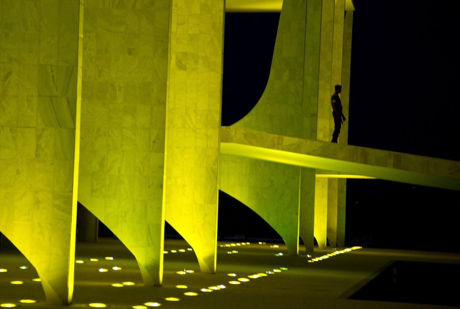 A guard stands at the Planalto palace in Brasilia on May 11, 2016.