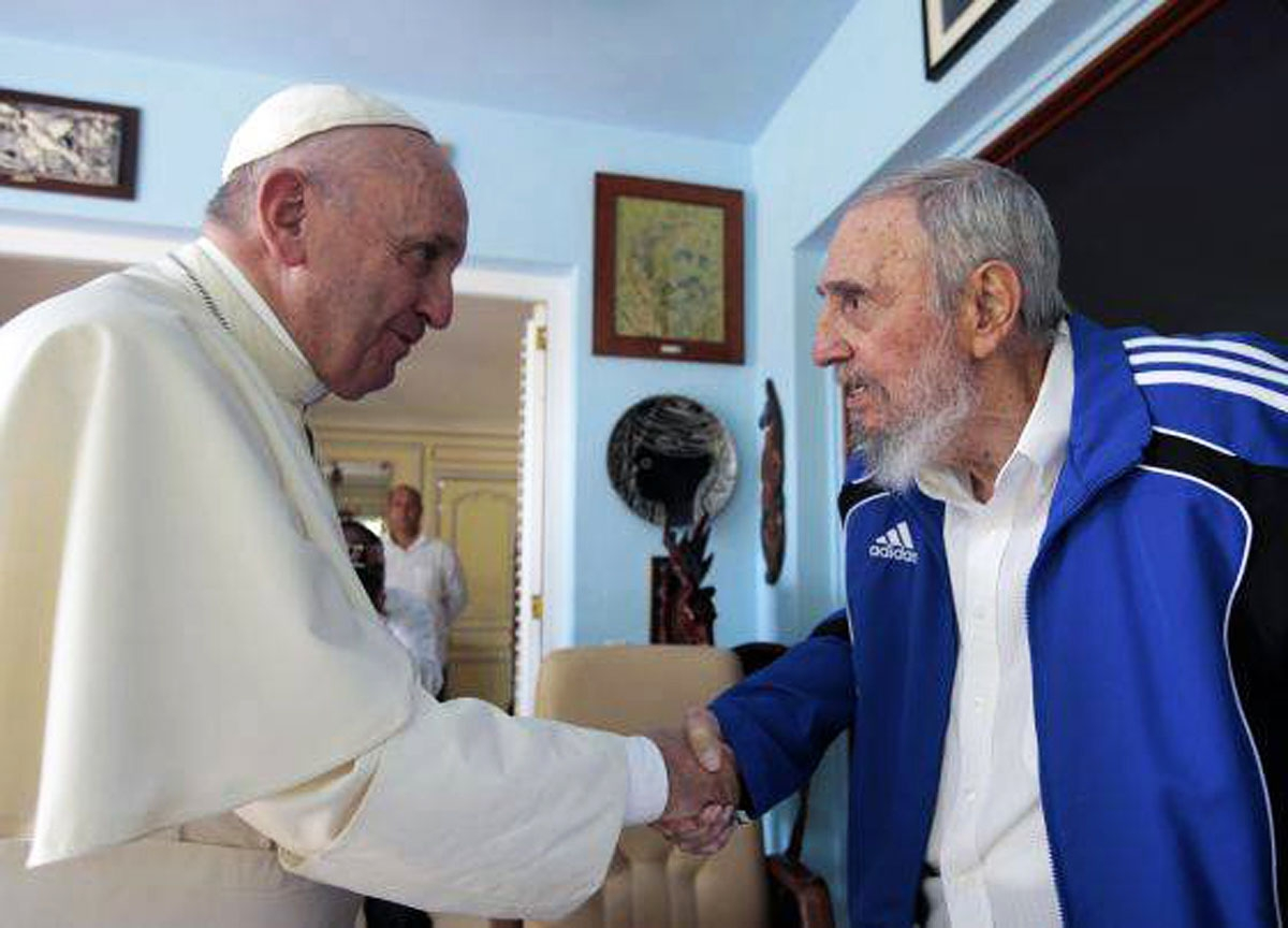 Photo released by Cuban website Cubadebate.cu of Cuban former president Fidel Castro (R) shaking hands with Pope Francis in Havana on September 20, 2015.