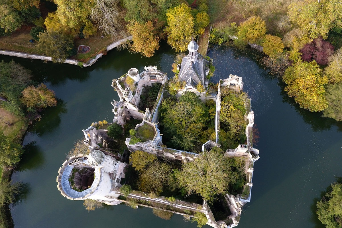 A picture taken on November 3, 2017 shows an aerial view of the ruined castle of La Mothe-Chandeniers, in Les Trois-Moutiers, central western France.