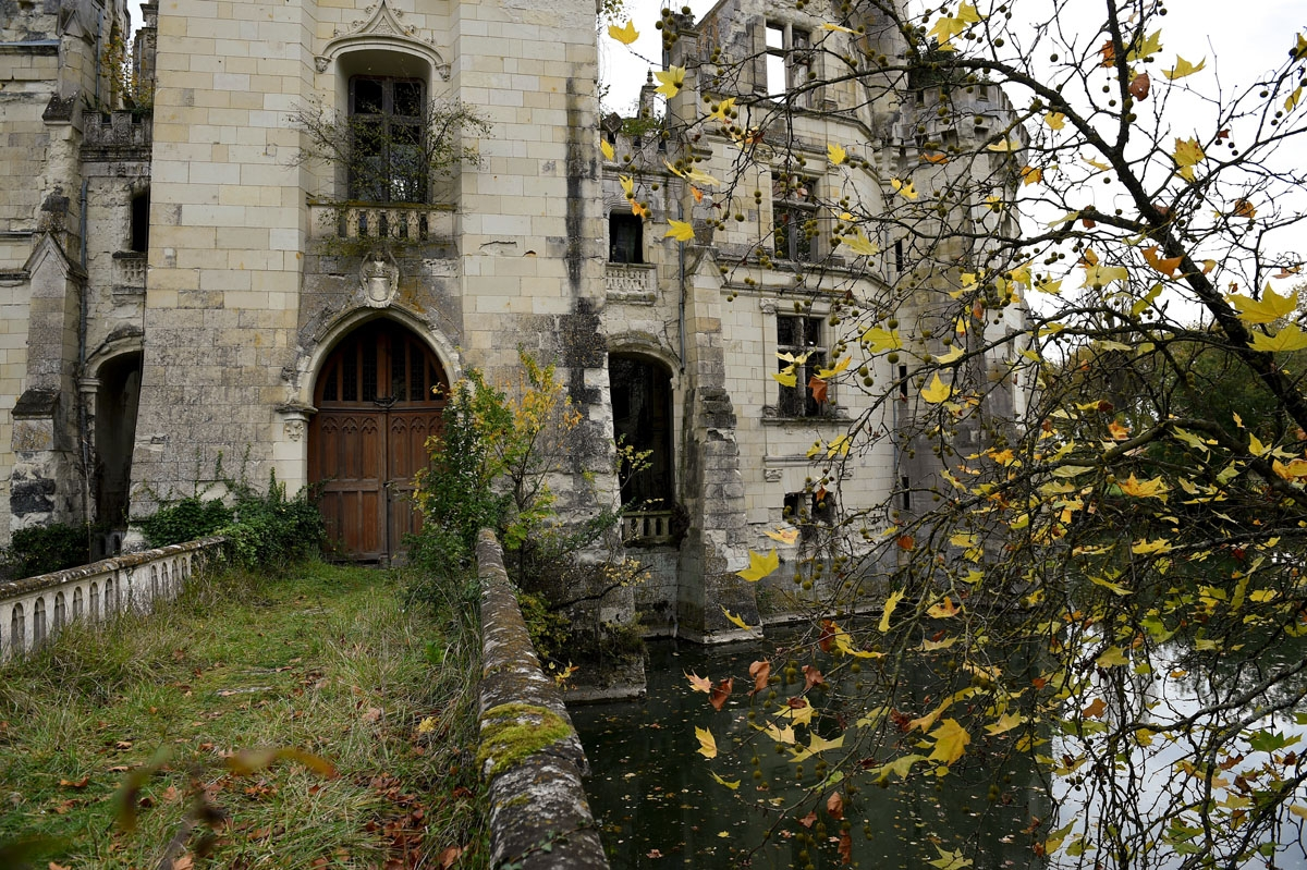 A picture taken on November 3, 2017 shows a part of the ruined castle of La Mothe-Chandeniers, in Les Trois-Moutiers, central western France. Specialized in the rescue of old stones, the crowdfu