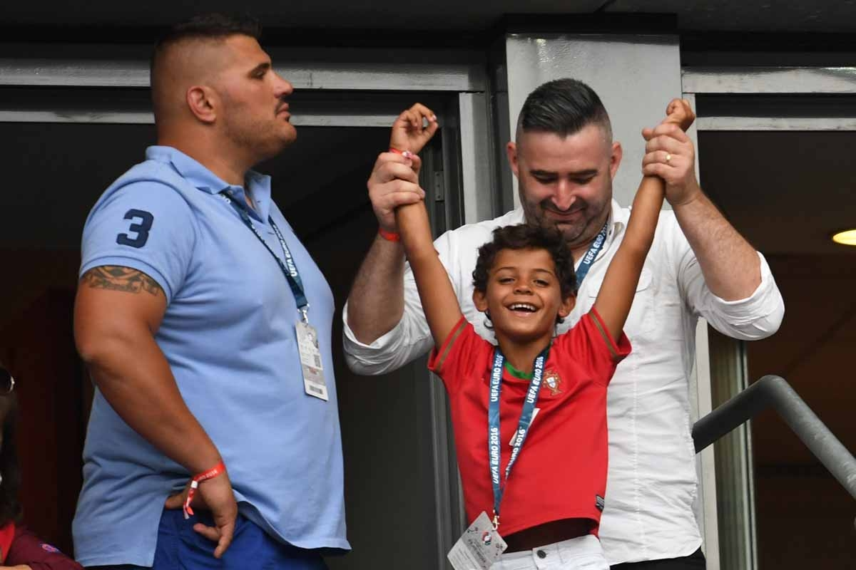 Portugal's forward Cristiano Ronaldo's son Cristiano junior (2ndR) cheers ahead of the Euro 2016 final football match between Portugal and France at the Stade de France in Saint-Denis, north of Paris, on July 10, 2016. / AFP PHOTO / FRANCISCO LEONG