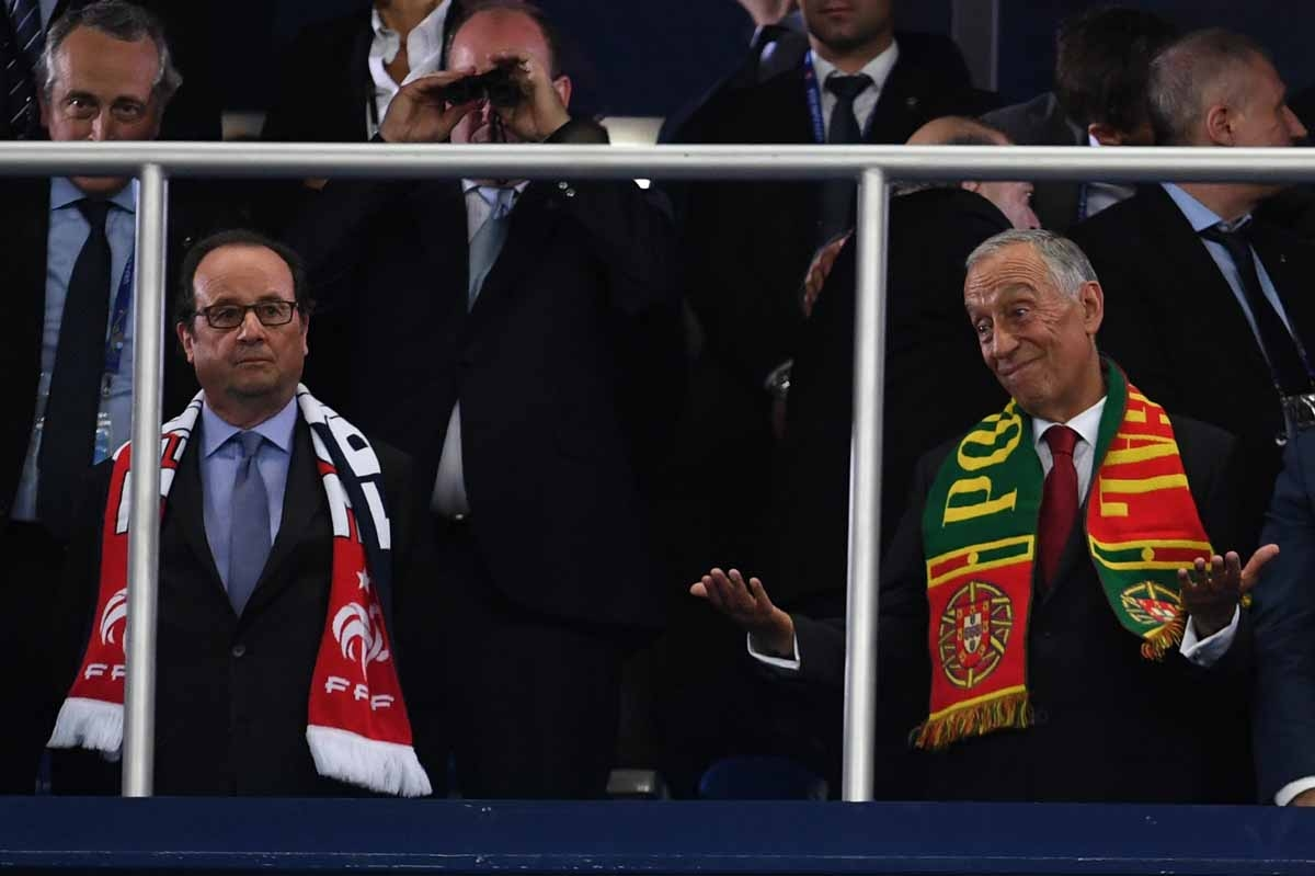 French President Francois Hollande (L) looks dejected next to his Portuguese counterpart Marcelo Rebelo de Sousa after Portugal won the Euro 2016 final football match between Portugal and France at the Stade de France in Saint-Denis, north of Paris, on Ju