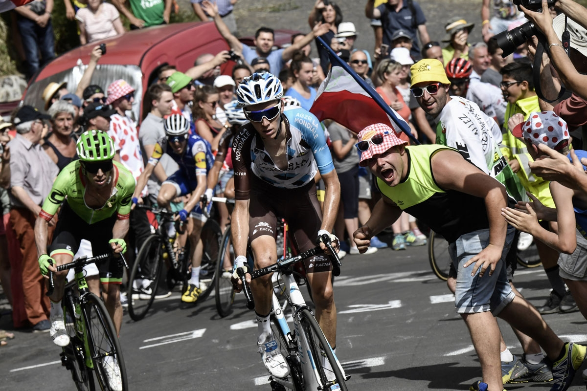 France's Romain Bardet (C) and Colombia's Rigoberto Uran (L) ride in a breakaway past supporters during the 189,5 km fifteenth stage of the 104th edition of the Tour de France cycling race on July 16, 2017 between Laissac-Severac l'Eglise and Le Puy-en-V