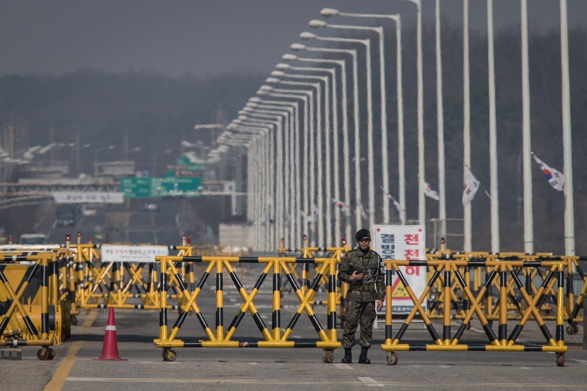 A South Korean military policeman stands at a checkpoint on the Tongil bridge, the entrance to the Panmunjom Joint Security Area (JSA), near the Demilitarized Zone (DMZ), in Paju on March 17, 2017.
