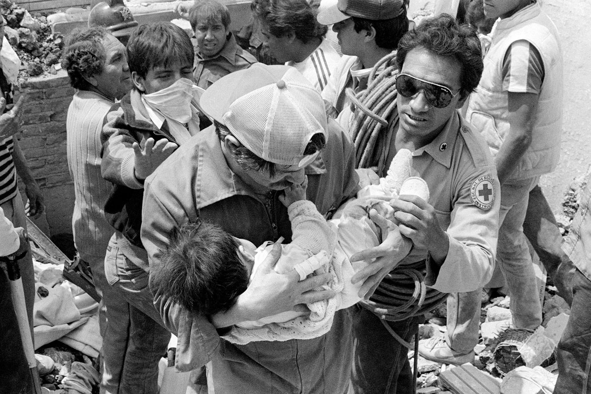 A photo taken 22 September 1985 shows rescue workers evacuating a wounded child from the hotel Regis in Mexico City, after an earthquake leveled parts of the city killing up to 30.000 people, 19 September 1985.