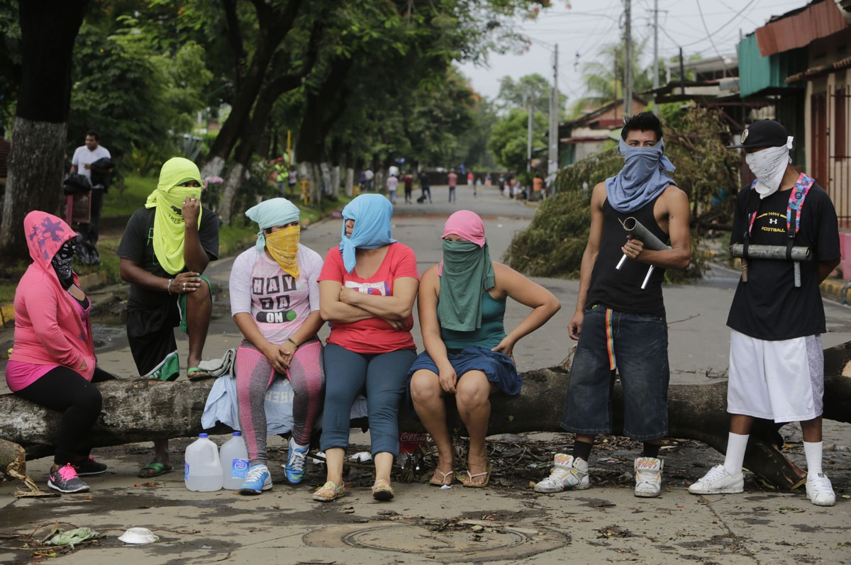 Anti-government demonstrators remain at an improvised barricade in the town of Masaya, 35 km from Managua on June 5, 2018.