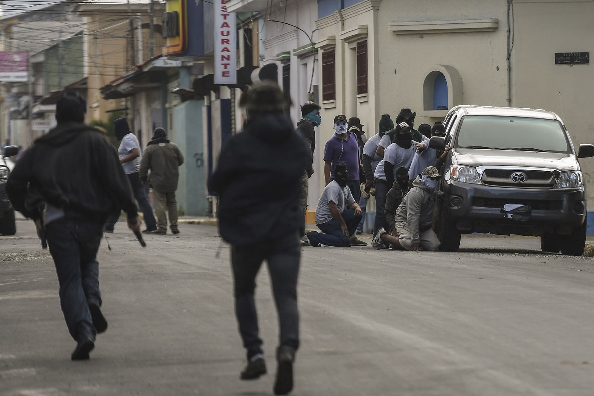 Paramilitaries surround the San Sebastian Basilica, in Diriamba, Nicaragua on July 09, 2018. Armed supporters of the government of Nicaraguan President Daniel Ortega burst into the basilica, besieged and insulted bishops who had earlier arrived in Diriamb