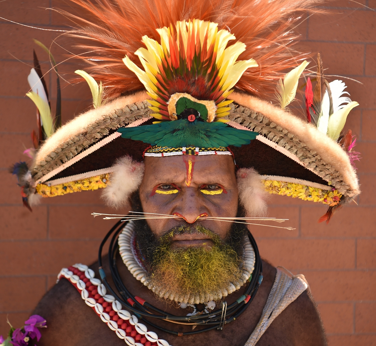 A local tribesman waits to see China's President Xi Jinping during his visit to the Butuka Academy school in Port Moresby on November 16, 2018, ahead of the Asia-Pacific Economic Cooperation (APEC) summit.