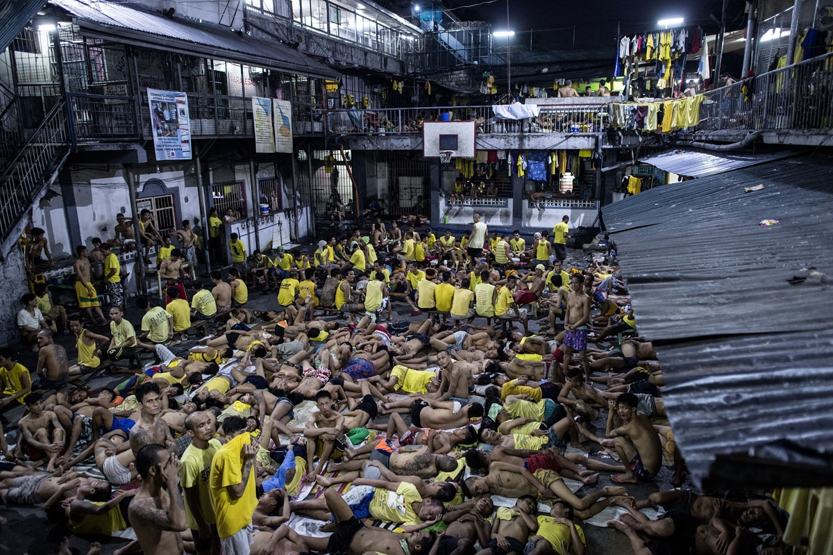 Inmates sleep on the ground of an open basketball court inside the Quezon City jail in Manilaon July 21, 2016