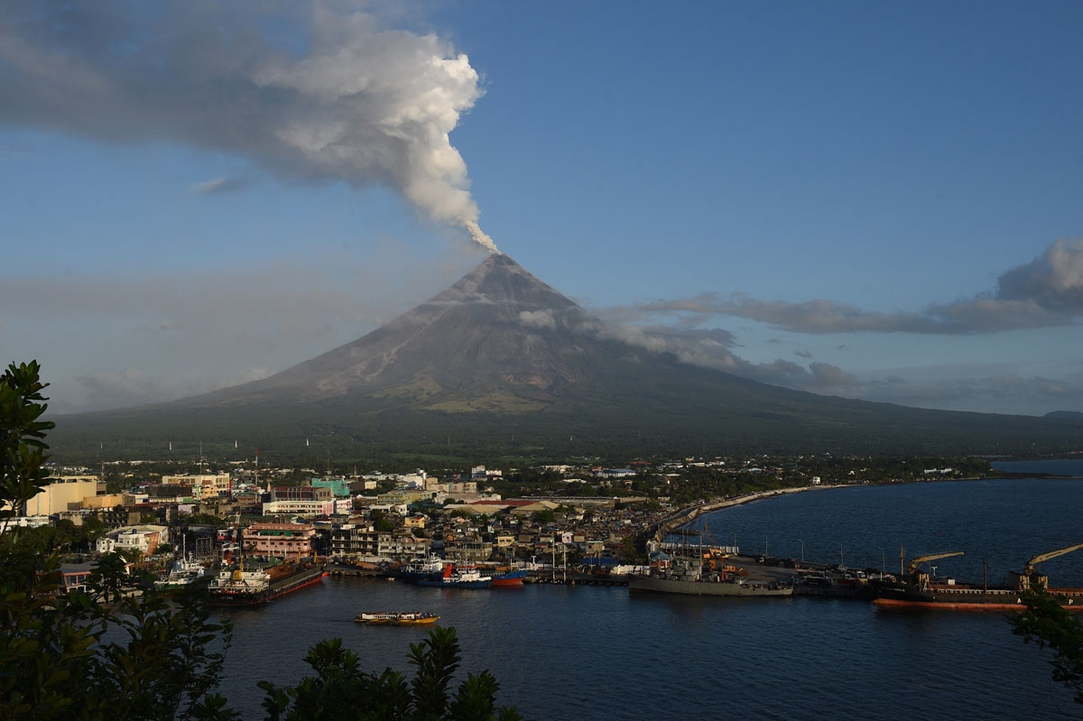 Ash spews from the Mayon volcano, seen from the Philippine city of Legazpi in Albay province, south of Manila early on January 31, 2018.