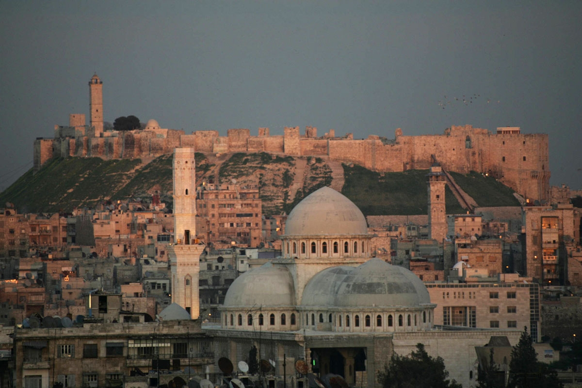 A picture taken 17 March 2006 shows a general view of the historic Syrian city of Aleppo, 350 kms north of Damascus, with its landmark cytadel in the background. Hundreds of Arab and foreign personalities will gather in Aleppo this weekend to celebrate i