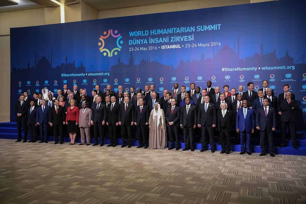heads of state and government  pose on May 23, 2016 during the World Humanitarian Summit family photo session in Istanbul.