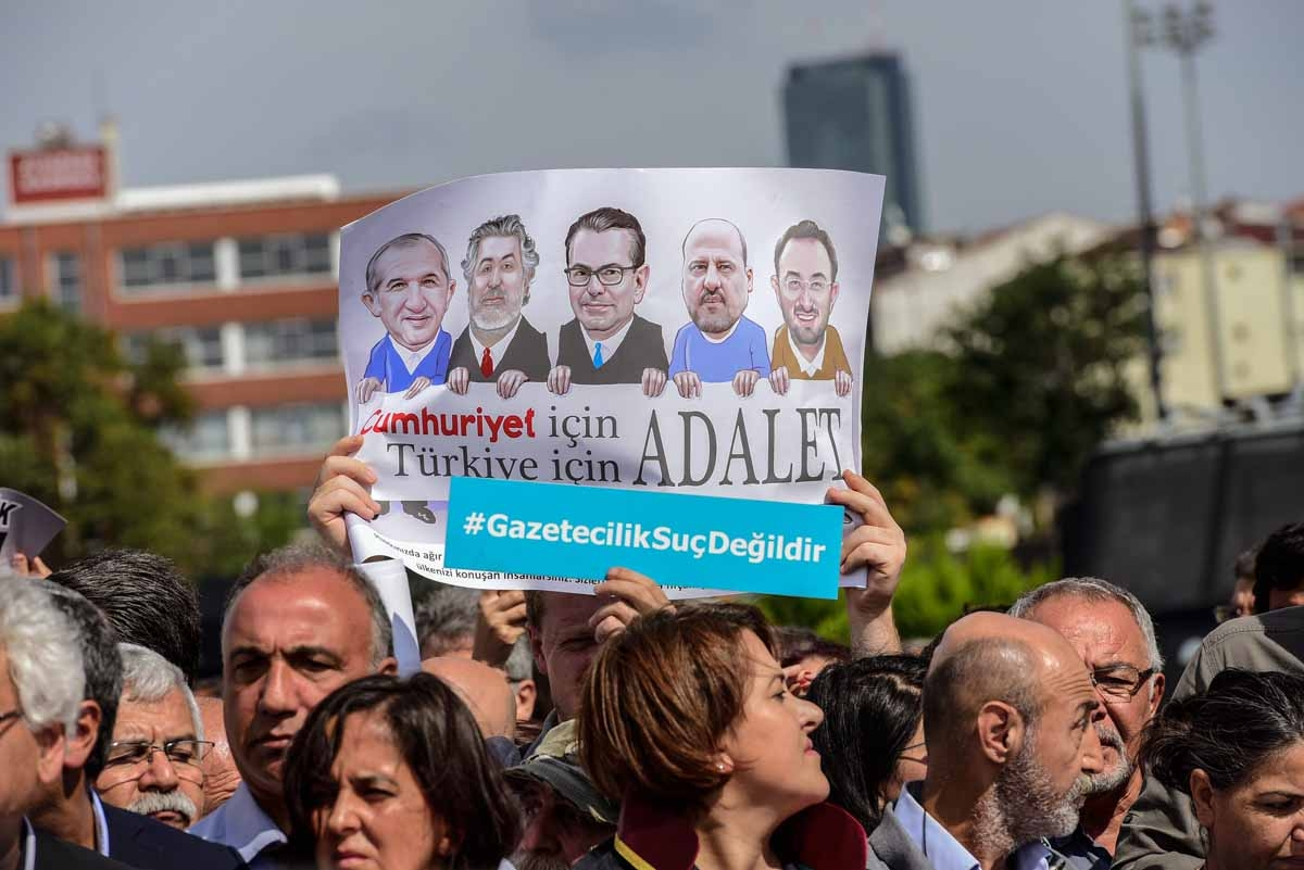 Protestors carry a banner of the jailed journalists during a demonstration in front of Istanbul's court house on September 25, 2017 during a hearing in the trial of journalists of the newspaper.