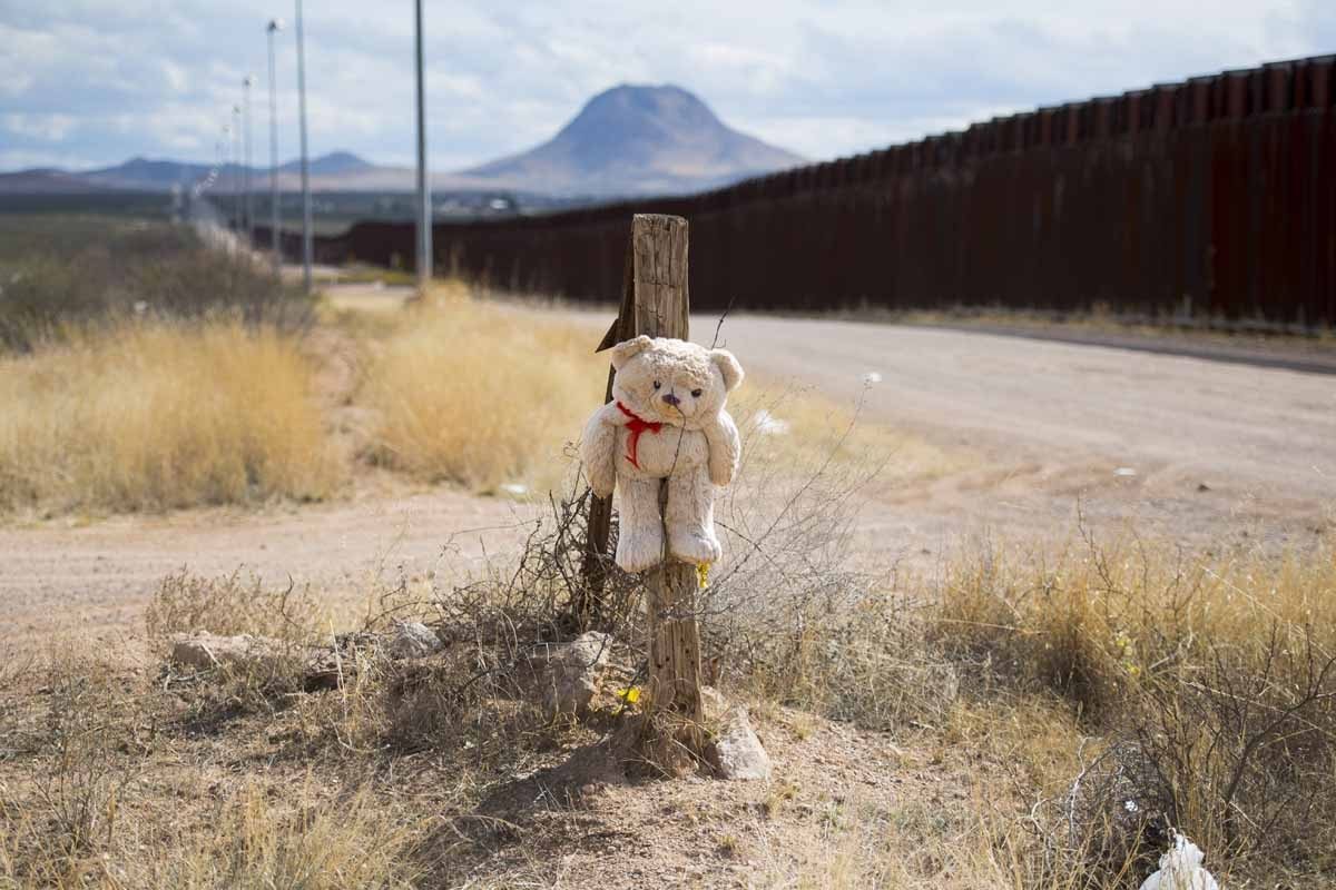 A teddy bear is tied to a post with barbed wire next tot he border fence in Douglas, Arizona, on February 18, 2017, on the US/Mexico border.