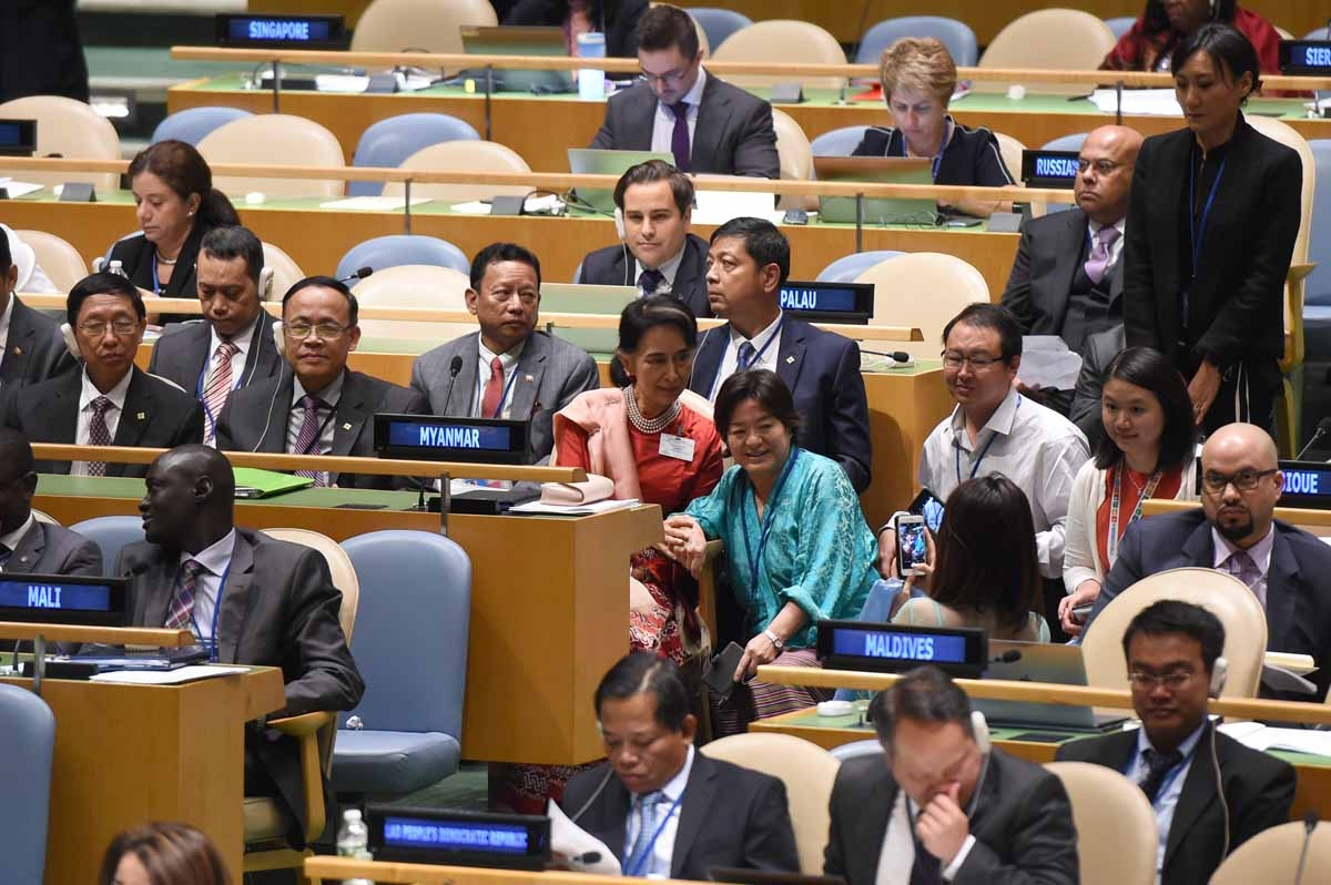Aung San Suu Kyi, State Counsellor and Minister for Foreign Affairs of Myanmar, has photos taken with other delegates prior to giving her address at the United Nations General Assembly General Debate September 21, 2016 at the UN in New York.