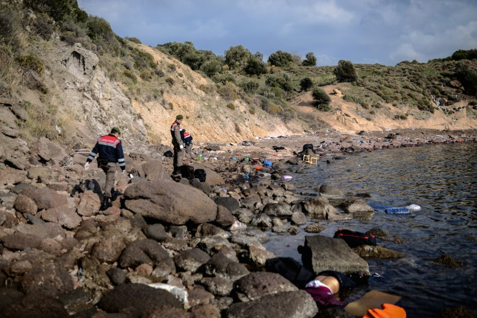Turkish police look for bodies on a beach. January 30, 2016.