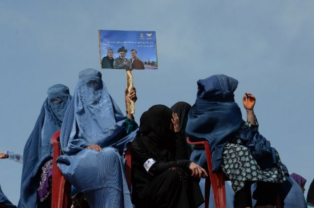 Supporters of Afghan presidential candidate Ashraf Ghani gather in Kunduz on March 19, 2014