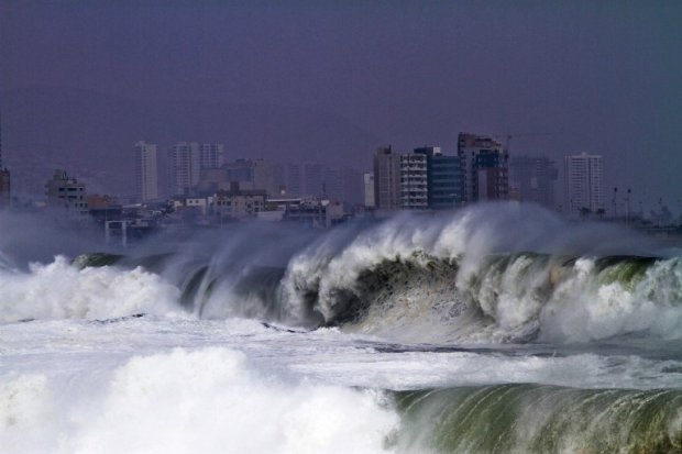 CHILE-CLIMATE-HEAVY SEA
