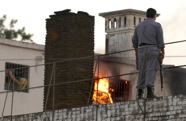 "A prison riot in Santiago del Estero, Argentina, in November 2007. In May 2014, Chequeado.com rated as ""misleading"" a claim by Argentine Senate Majority Leader Miguel Angel Pichetto that foreigners accounted for a fifth of the jailed population in the cou"