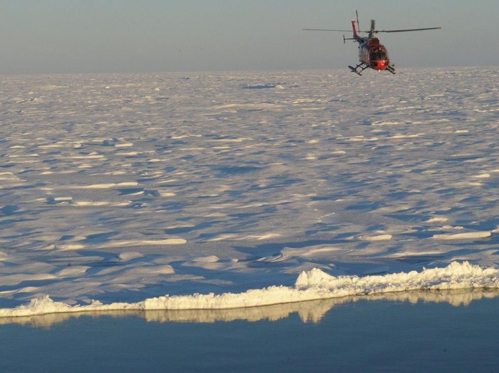 A helicopter takes Amundsen scientists onto the ice floes