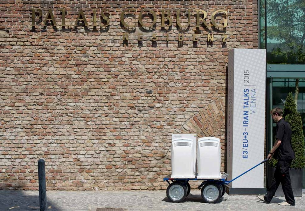 A worker brings compact air conditioners to the Palais Coburg Hotel, where the Iran nuclear talks meetings are being held, in Vienna, Austria on July 7, 2015 ( AFP PHOTO / JOE KLAMAR)