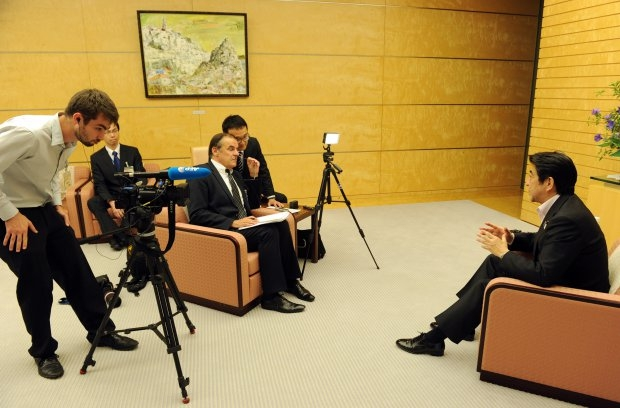 Jacques Lhuillery interviewing Japanese Prime Minister Shinzo Abe in 2013