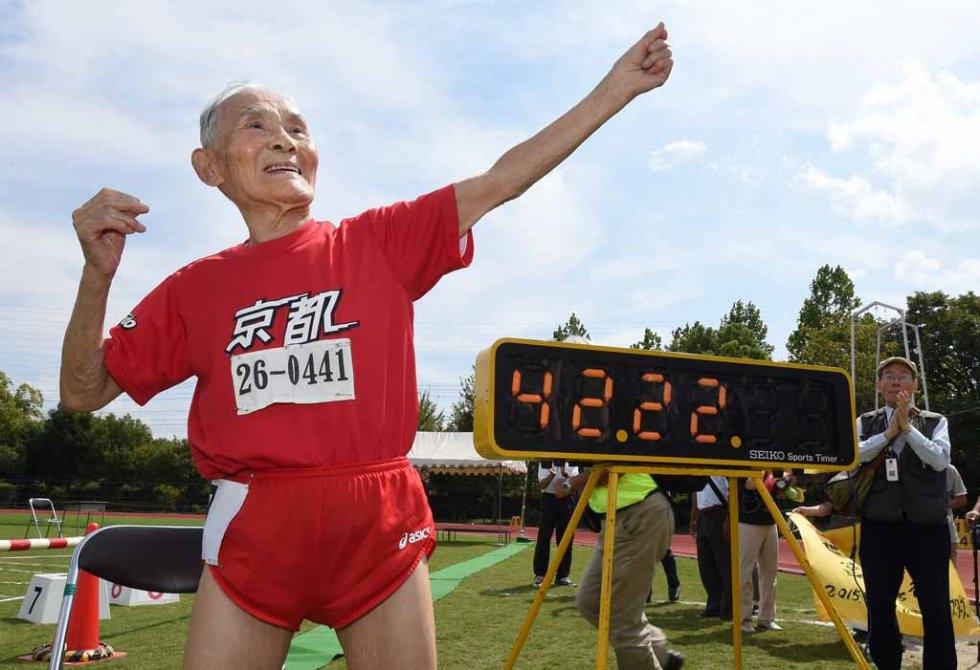 Hidekichi Miyazaki strikes his 'Golden Bolt' pose after the race. (AFP/Toru Yamanaka)
