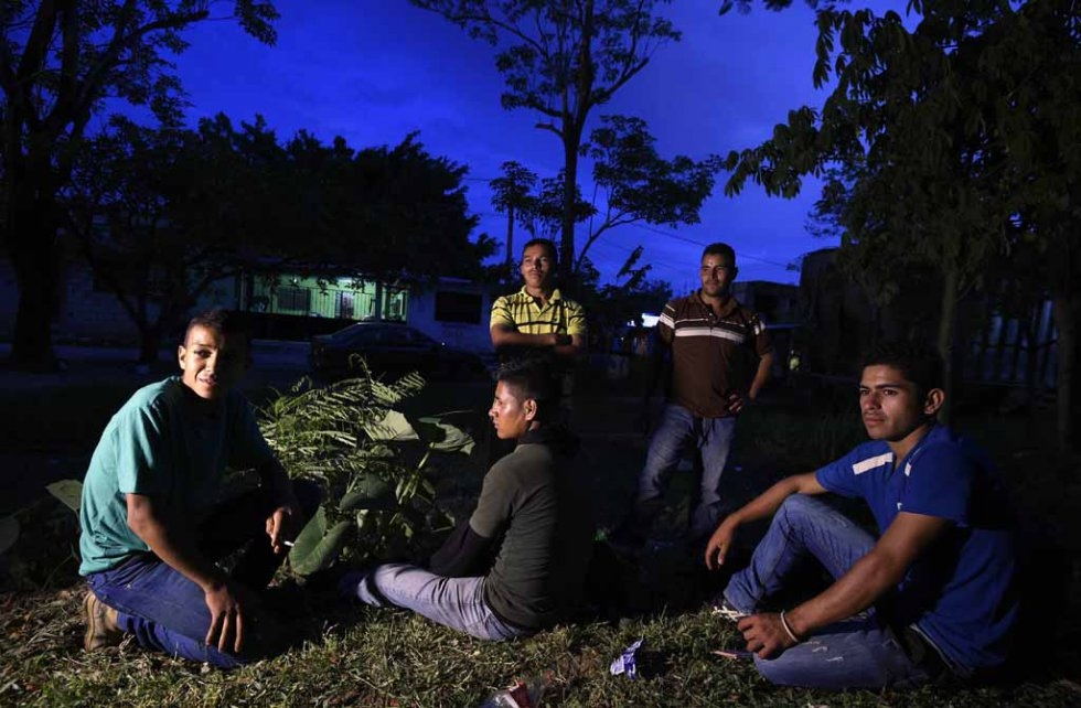 Migrants wait for a train in Palenque, Chiapas state, Mexico, on June 20, 2015