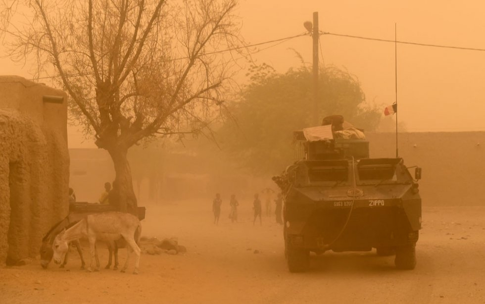 A French armoured vehicle leaves Goundam on June 3, 2015 in the Timbuktu region, northern Mali, during a joint operation with Malian army forces as part of the anti-terrorist Operation Barkhane (AFP PHOTO / PHILIPPE DESMAZES)