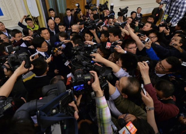 Reporters scramble to get close the Xinjiang Communist party leader, Beijing, March 6, 2014.