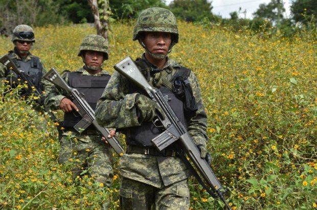 Mexican Marines patrol the mountains around Iguala on October 1st, 2014 (AFP Photo / Yuri Cortez)