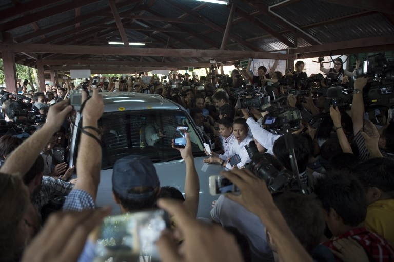 Media mob Suu Kyi's car at a polling station during the November 8 poll.
