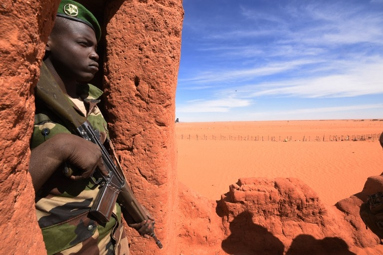 A Niger soldier stands guard in Madama, Niger on January 1, 2015