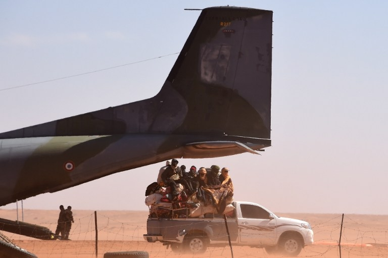 A loaded pick-up truck near a French military plane, in Madama, Niger on January 1, 2015