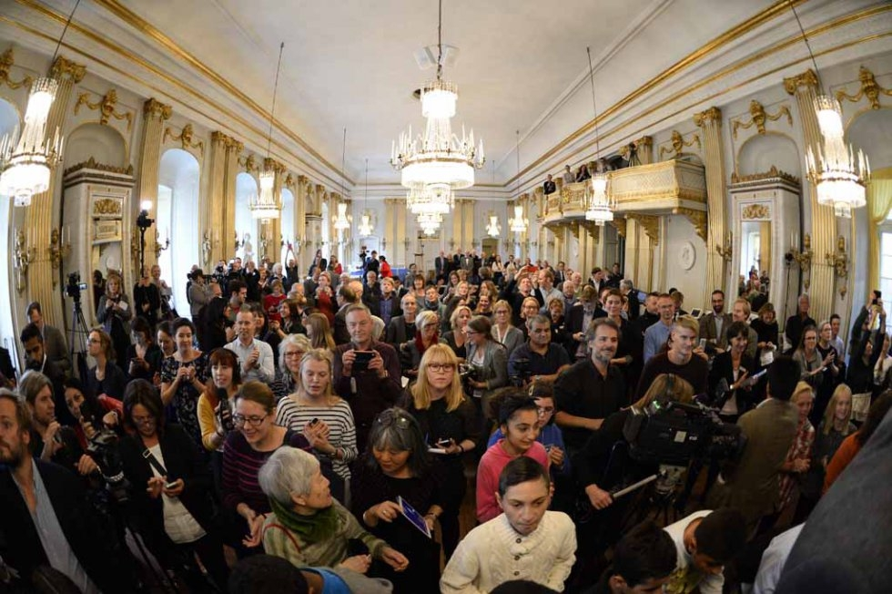 Journalists wait for the announcement of the winner of the 2015 Nobel Prize in Literature at the Swedish Academy on October 8, 2015