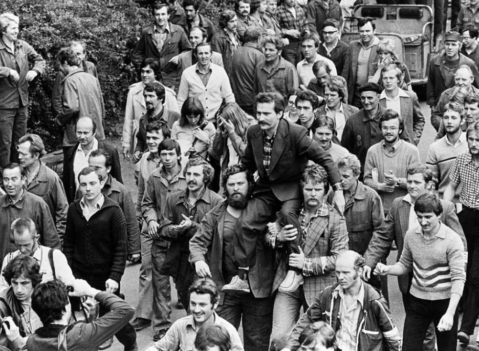 Strikers at the Lenin shipyards in Gdansk carry their leader Lech Walesa on August 30, 1980