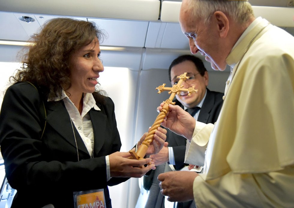 The Pope receives a cross as a gift from Bolivian journalist Cecilia Dorado Nava on board a flight to Quito on July 5, 2015