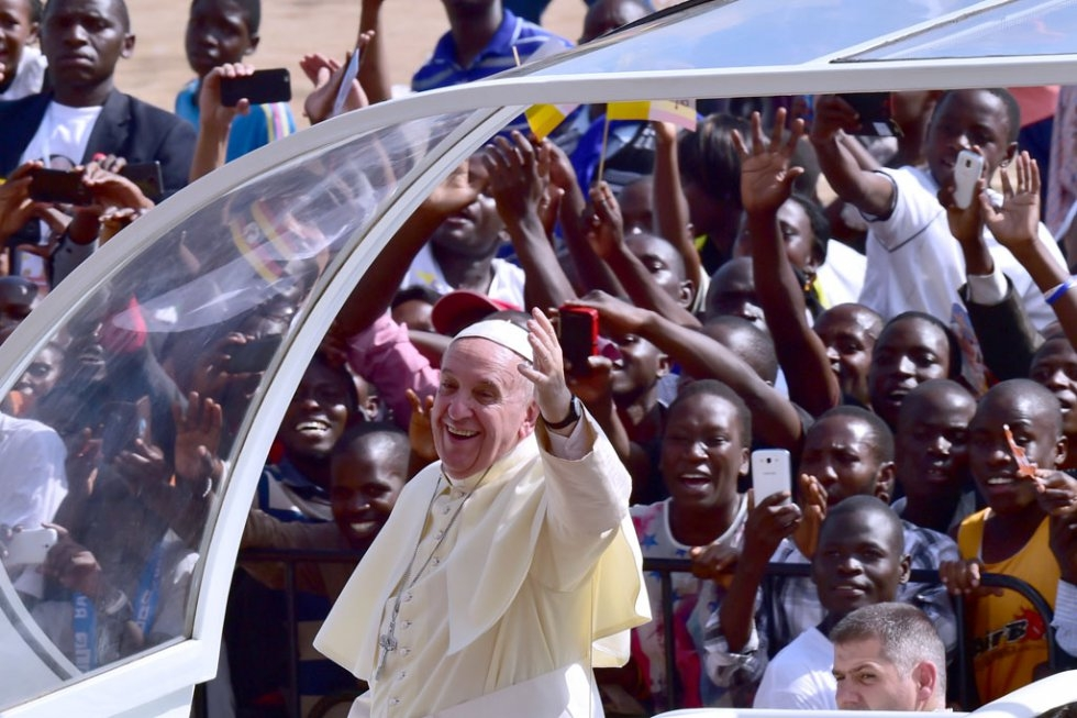 Pope Francis arrives at Kololo airstrip in Kampala, on November 28, 2015