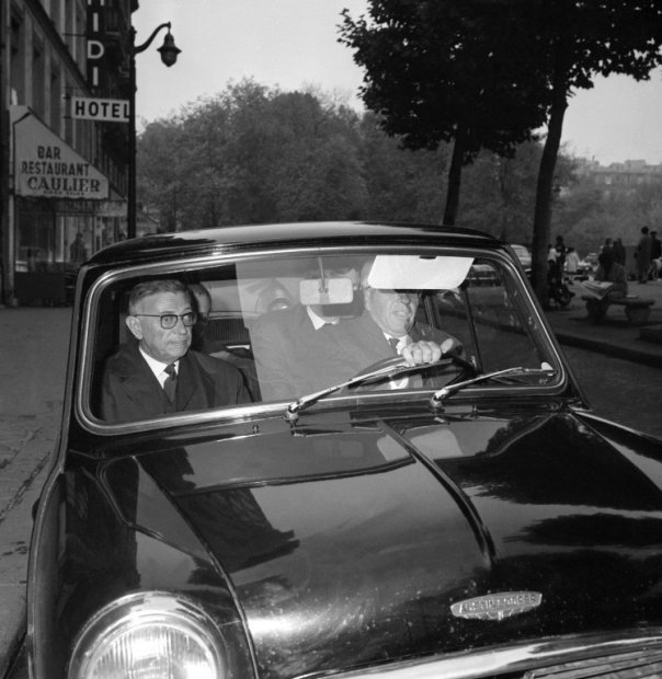 Jean-Paul Sartre leaves the restaurant where he was having lunch in Paris on the day he won -and refused- the Nobel Prize