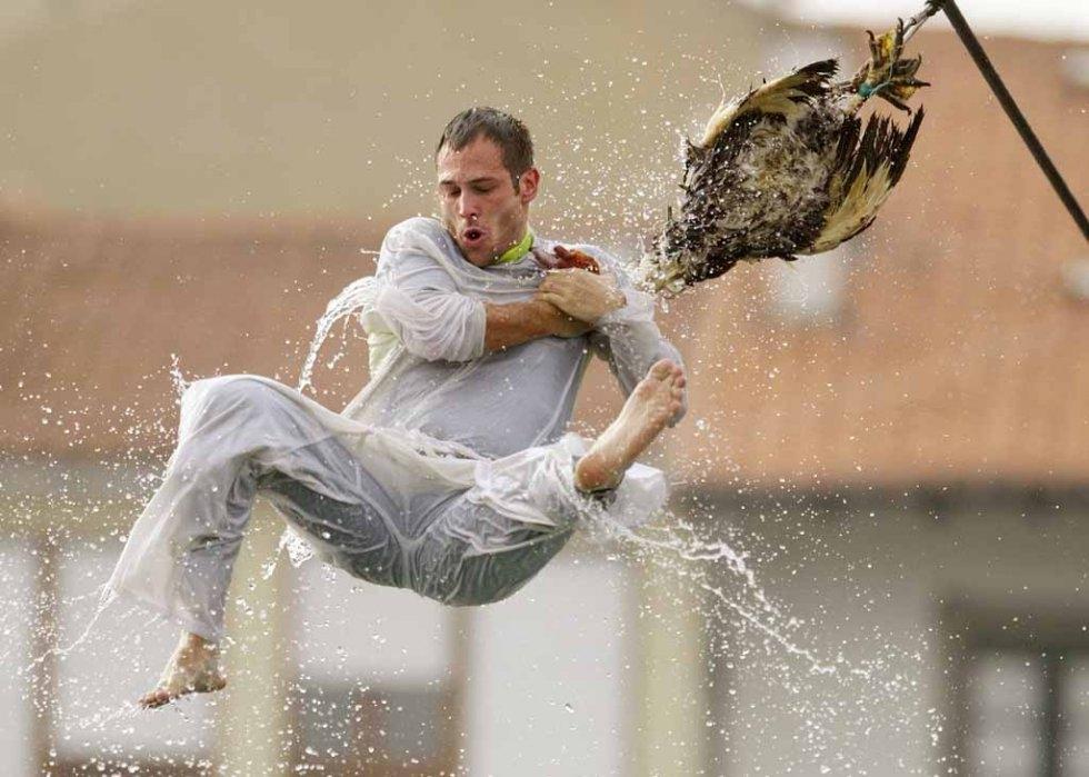 A man and his (dead) goose. (AFP/Rafa Rivas)