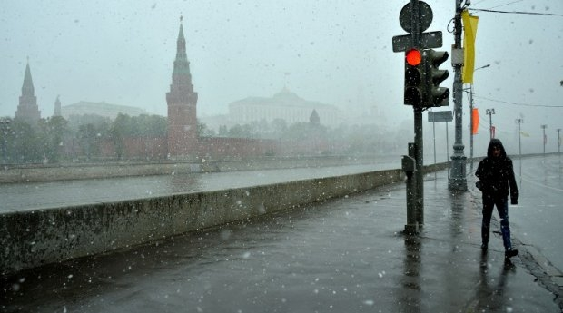 Snowfall in the spring, Moscow, May 7, 2013.