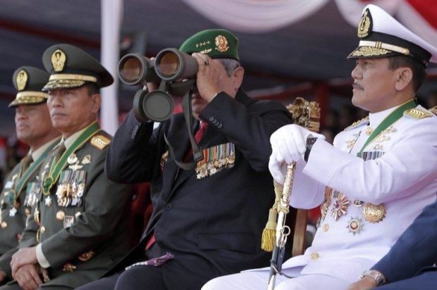 Outgoing Indonesian President Susilo Bambang Yudhoyono looks through binoculars a military parade during the celebration of the 69th anniversary of the Indonesian armed forces in Surabaya on October 7, 2014
