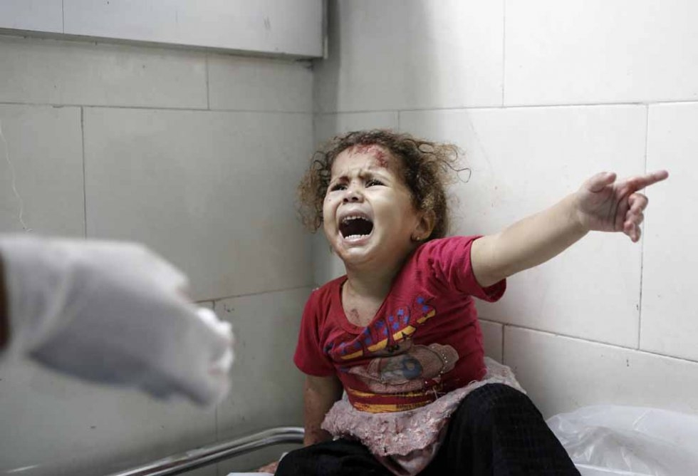 A child cries inside a Gaza hospital. July, 2014.