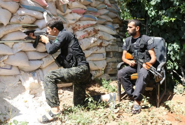 Fighters from the Nureddine al-Zinki unit, a moderate Syrian opposition faction affiliated with the Muslim Brotherhood, take position near Aleppo on Septembrer 11, 2014