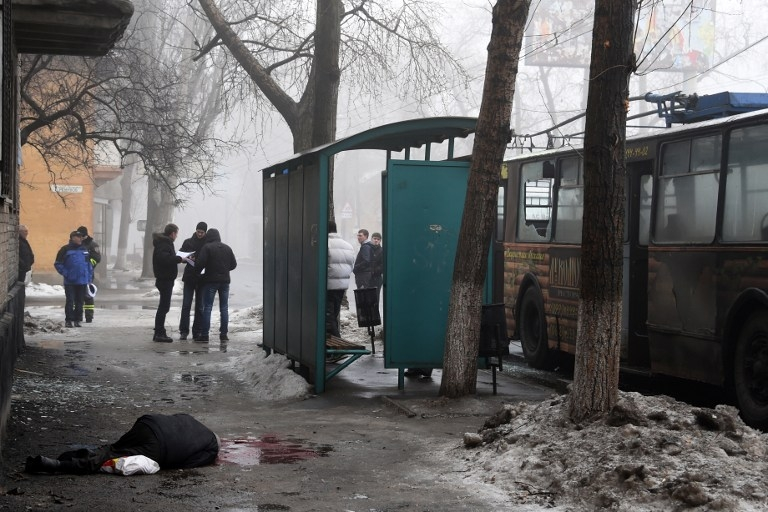 A man killed by shelling in Donetsk's Kyibishevsky district, on January 30, 2015