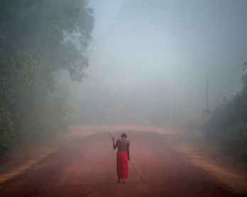 Tribal chieftain Tzako Waiapi walks in the fog at the Manilha village in Waiapi indigenous reserve in Amapa state in Brazil on October 13, 2017.  Tzako Waiapi perfectly remembers the day almost half a century ago when his hunting party stumbled across a g