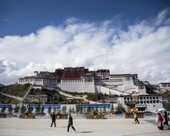 This picture taken on September 11, 2016 shows tourists in front of the iconic Potala Palace in the regional capital Lhasa, in China's Tibet Autonomous Region.