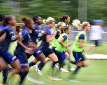 La selección francesa de fútbol femenino entrena de cara al campeonato de Europa en Holanda, el 15 de julio de 2017.